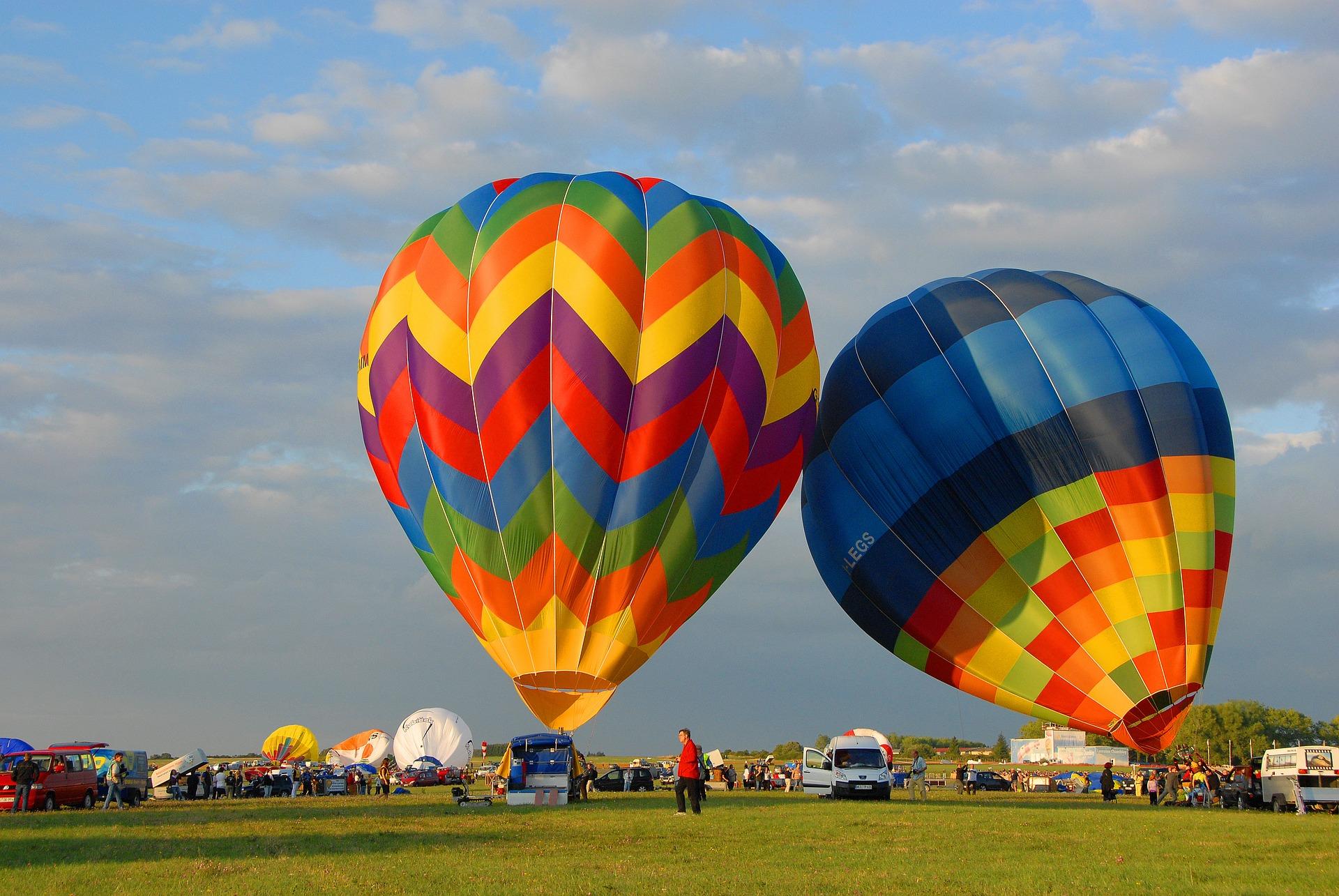 hot-air-ballooning-1818015_1920