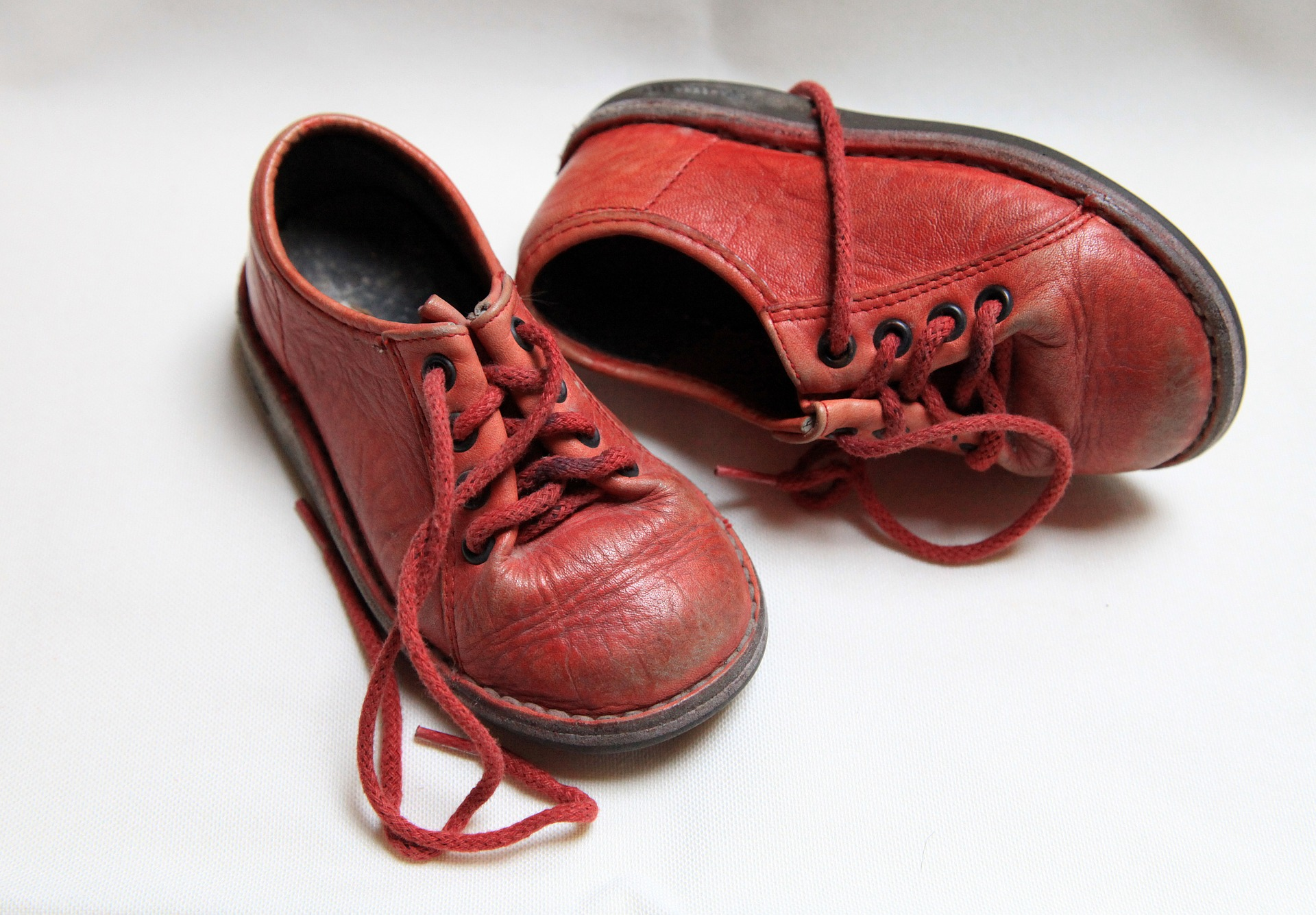 childrens-shoes-687958_1920